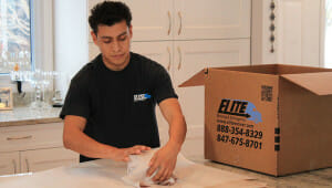 Elite-moving-storage-worker-packing-china