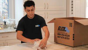 Elite-moving-storage-worker-packing-china