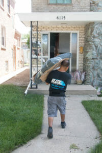 Chicago movers carrying fragile items new house